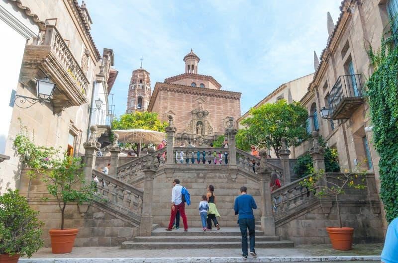 Barcelona, Spanien - 2. November 2013: Touristenaufstiegsschritte in bezauberndem Barceloneta lizenzfreies stockfoto