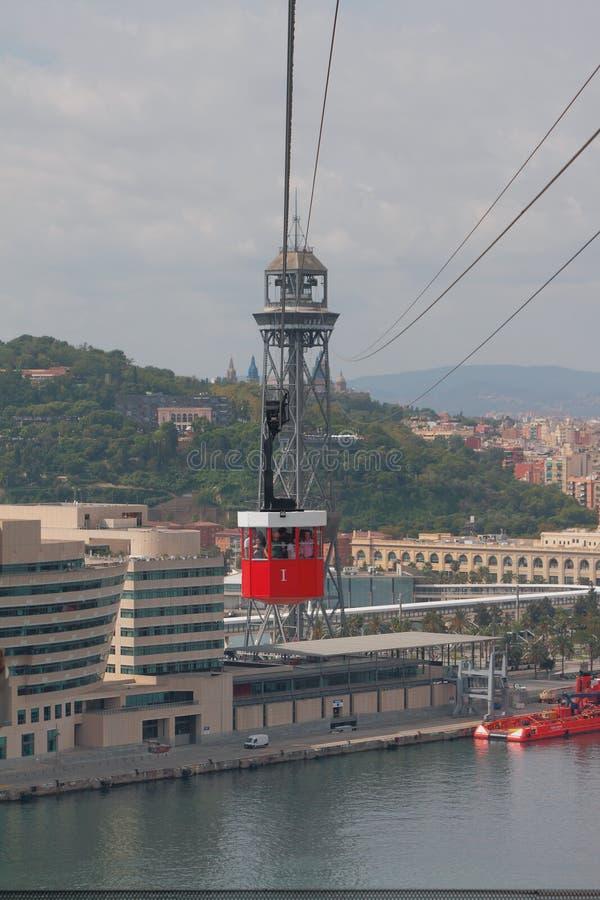 Barcelona, Spanien - 1. Oktober 2018: Kabelbahn über Stadt und Golf stockfotografie