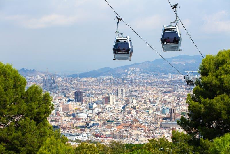 Barcelona Spanien - September, 2017: Flyg- sikt för Barcelona stad, Montjuic kabelbil, Barcelona, Catalonia, Spanien royaltyfri fotografi