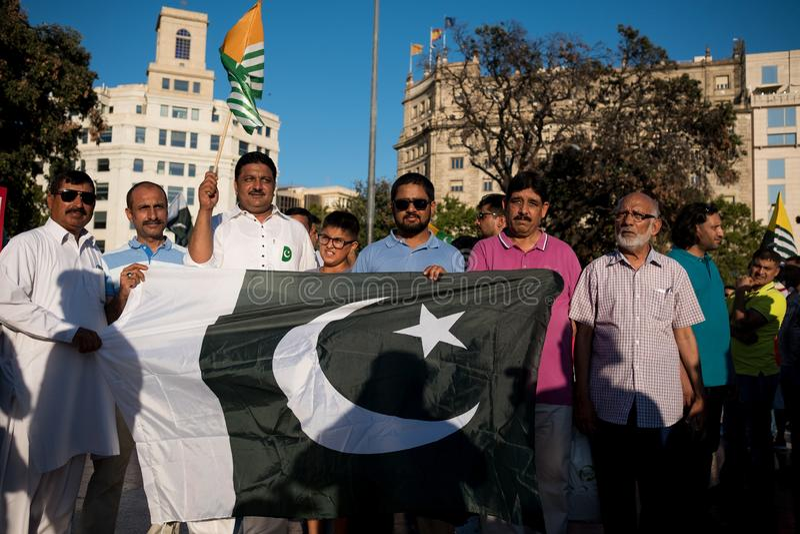Barcelona, Spanje - 10 augustus 2019: Kashmir en het Pakistaanse ingezetenenprotest en tonen tegen Indiër aan herroepen van auton stock foto