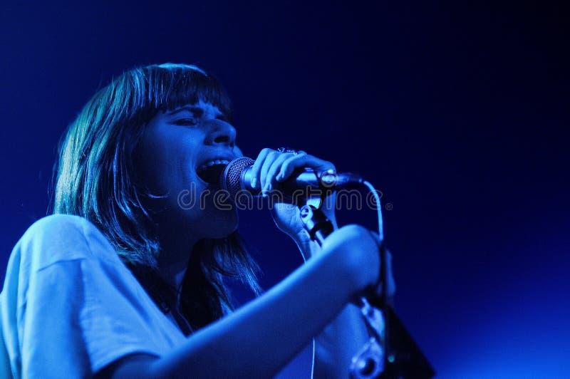 Bethany Cosentino van de Beste band van de Kust, presteert in Barcelona royalty-vrije stock foto's