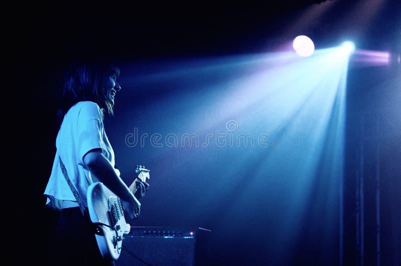Bethany Cosentino van de Beste band van de Kust, presteert in Barcelona royalty-vrije stock foto