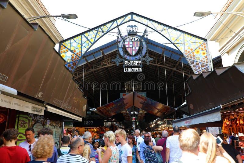 BARCELONA, SPANJE - JULI 13, 2018: De Marktingang van La Boqueria binnen stock foto's