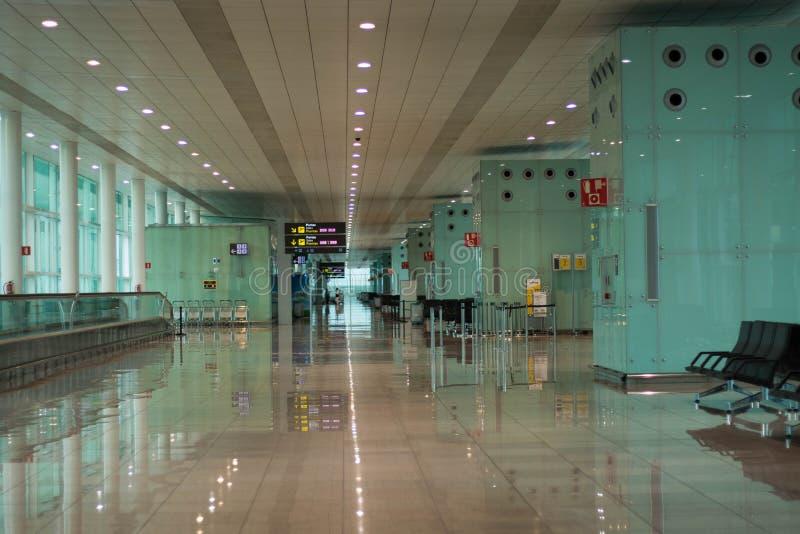 Barcelona, Spanje - Maart 04, 2019 - Vertrekzitkamer in een luchthaven royalty-vrije stock fotografie