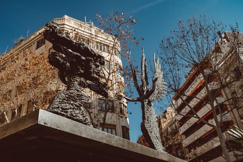 BARCELONA, SPANJE: Weergeven van een straat die tot vroeger het Ziekenhuisde La Santa Creu leiden i Sant Pau in Barcelona, Spanje royalty-vrije stock fotografie