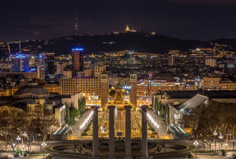 Barcelona stadsljus i Montjuïc royaltyfria foton