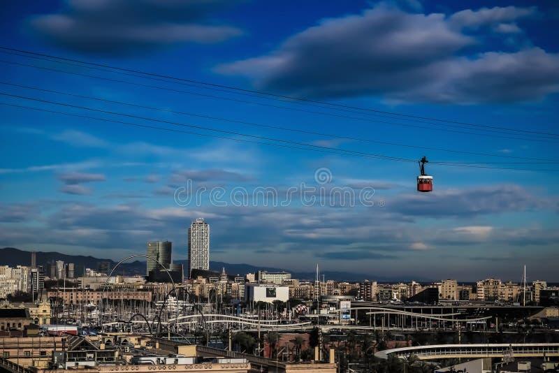 Barcelona-Stadt und Drahtseilbahn stockfotos