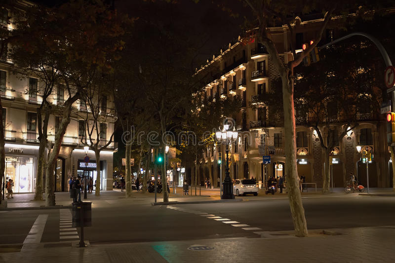 Barcelona-Stadtzentrum nachts lizenzfreie stockfotos