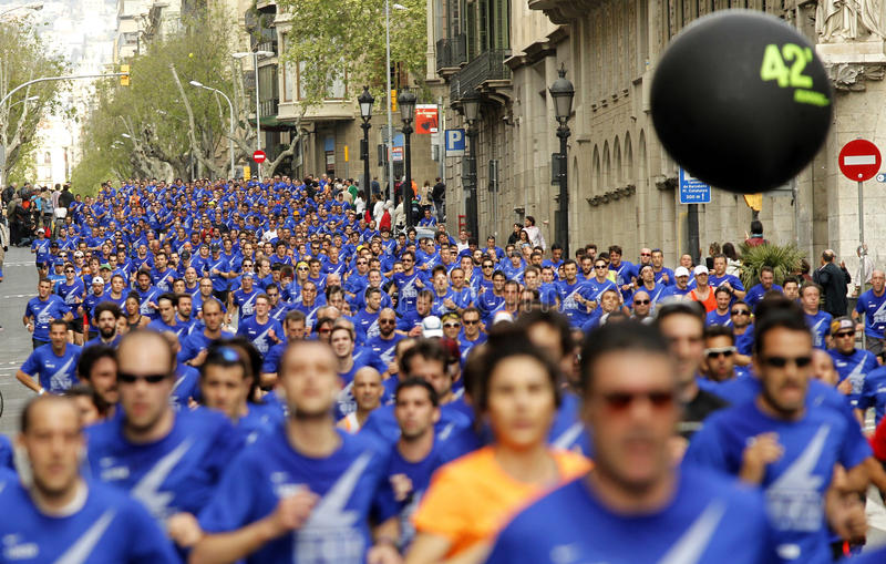 Download Barcelona Street Crowded Of Athletes Running Editorial Photo - Image: 30560091