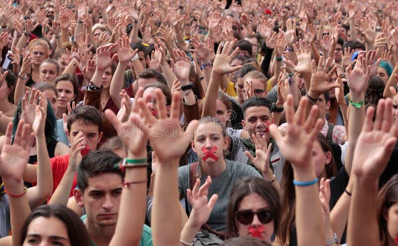 Barcelona uczni demonstracja dla niezależności dźwigania ręk fotografia stock