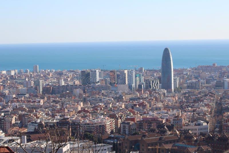 Barcelona vista de las alturas de Collserola, el área de la torre de AGBAR foto de archivo libre de regalías