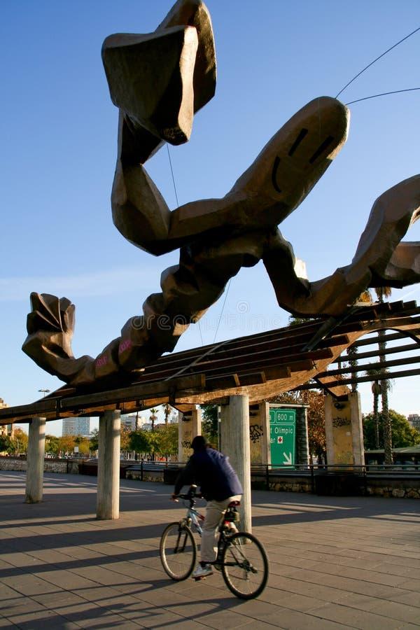 Barcelone, Catalogne, Espagne - la crevette rose de Mariscal est un sculptu images stock