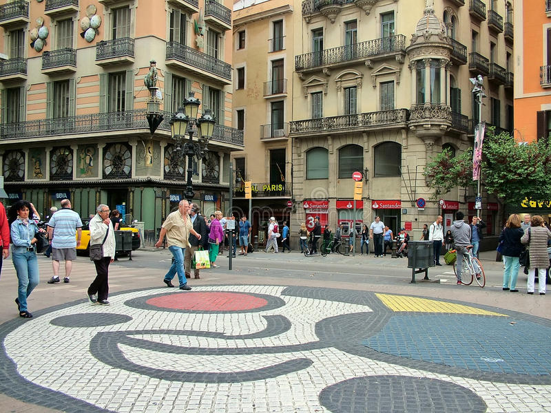 Barcelone, Espagne, le 30 septembre 2015 - mosaïque de Joan Miro sur le Ram de Las photo libre de droits