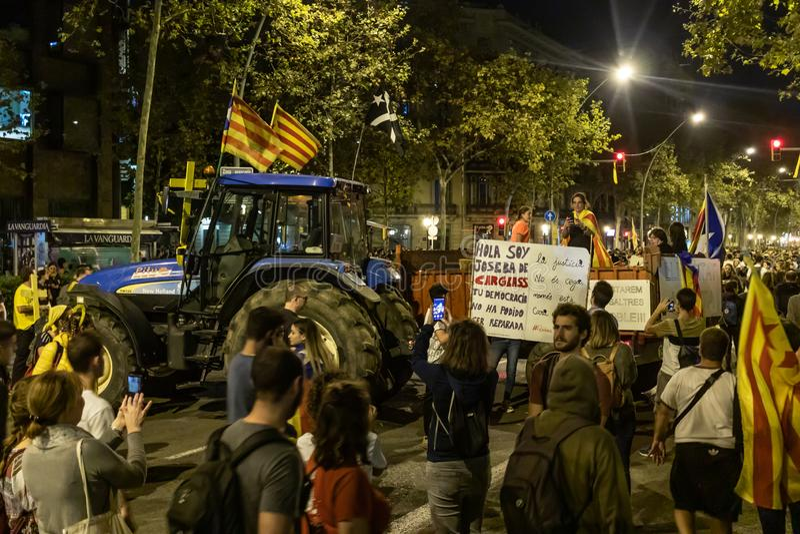 Barcelone, Espagne - 18 octobre 2019 : Manifestations pendant la grève générale de la Catalogne dans le Passeig de Gracia Tracteu image libre de droits
