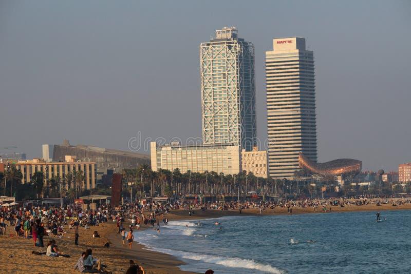 Barceloneta海滩中间秋天周末 免版税库存照片