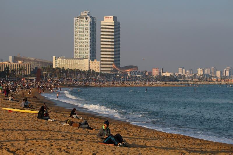 Barceloneta海滩中间秋天周末 免版税库存图片