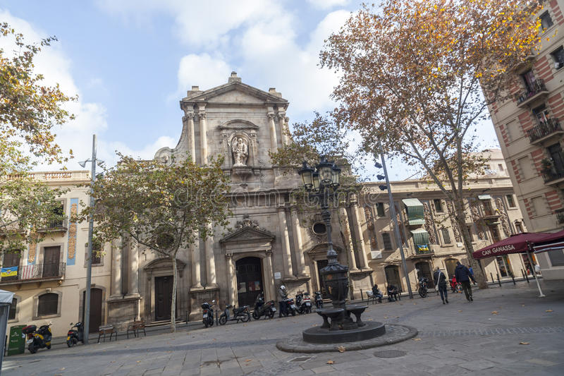 Barceloneta divide, igreja, iglesia Sant Miquel del Port, estilo do baroqye, quarto marítimo de Barcelona fotos de stock royalty free