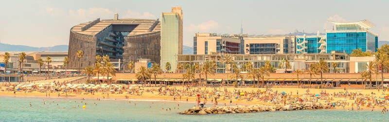 Barceloneta strand i Barcelona på soluppgång arkivfoto