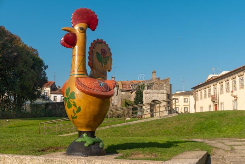 BARCELOS, PORTOGALLO - CIRCA GENNAIO 2019: Statua del gallo di Barcelos, simbolo nazionale del Portogallo fotografie stock