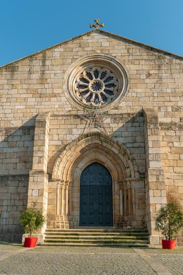 BARCELOS PORTUGAL - CIRCA JAUARY 2019: Sikt på Santaens Maria Maiors kyrka i Barcelos Med 60 församlingar är det royaltyfria bilder
