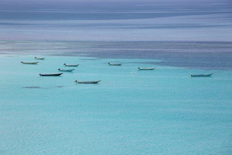 Download Barche Al Mare Del Turchese Fotografia Stock - Immagine di vibrant, bello: 30825260