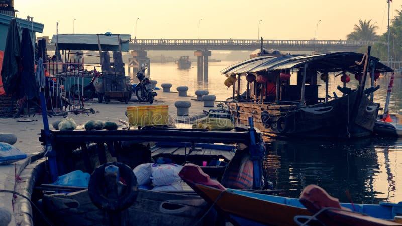 Barche al mercato in Hoi An fotografia stock libera da diritti