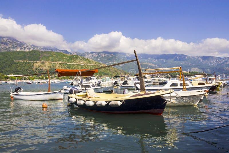 Barche al porticciolo in Budua, Montenegro fotografia stock libera da diritti