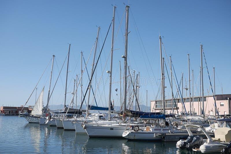 Barche al porto di Cagliari fotografie stock