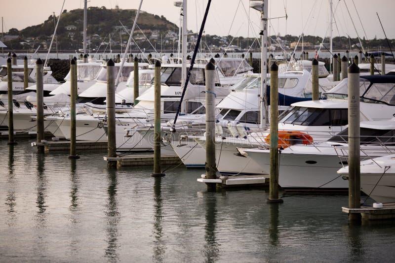 Barche alla baia immagine stock