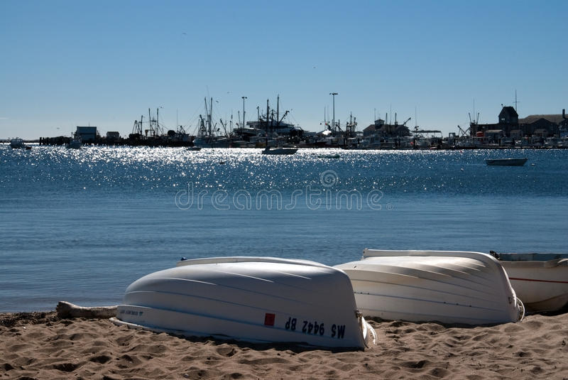 Barche alla spiaggia del Capo Cod immagine stock
