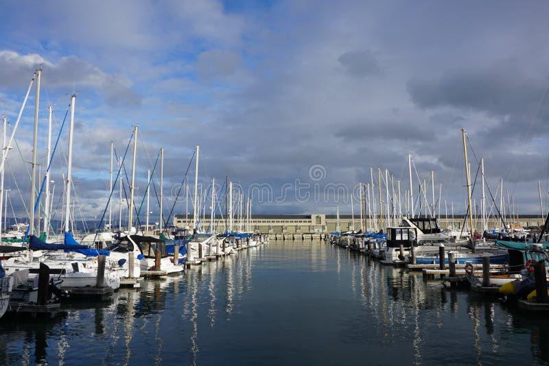 Barche allineate fotografia stock libera da diritti