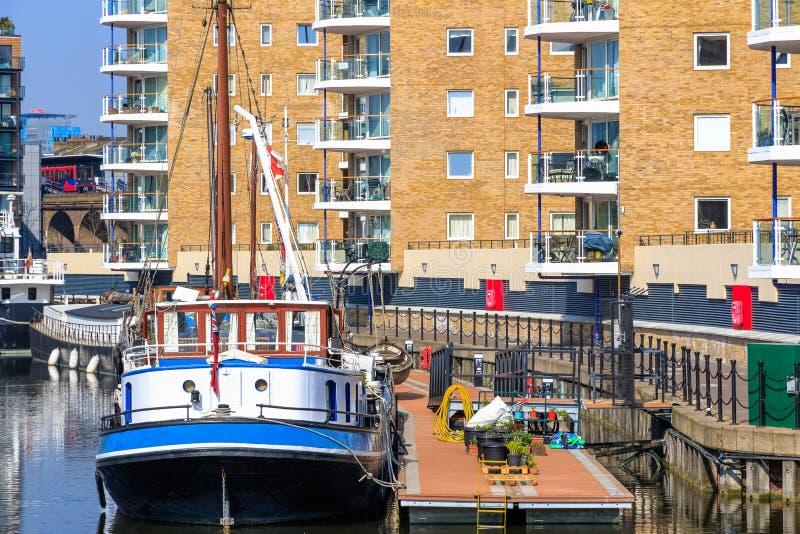 Barche attraccate al porticciolo del bacino di Limehouse immagini stock libere da diritti