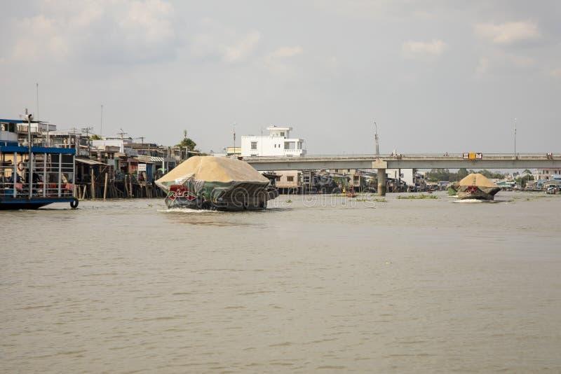 Barche del drago con le bucce del riso fotografie stock libere da diritti