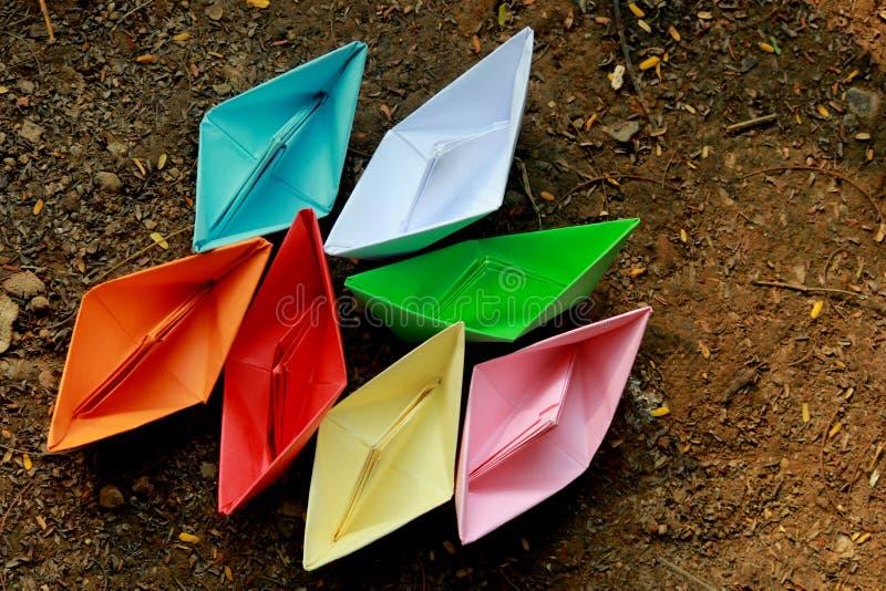 Barche di carta variopinte immagini stock libere da diritti