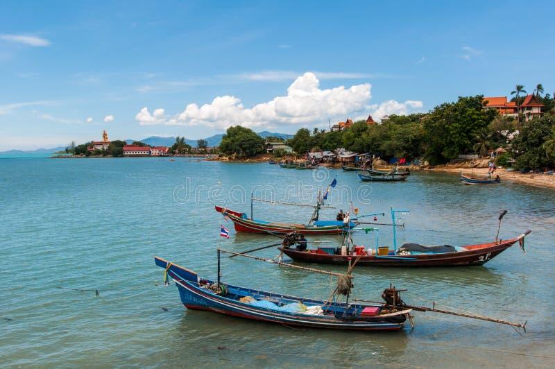 Barche di Fisher dal pilastro Koh Samui, Tailandia 2014 fotografia stock
