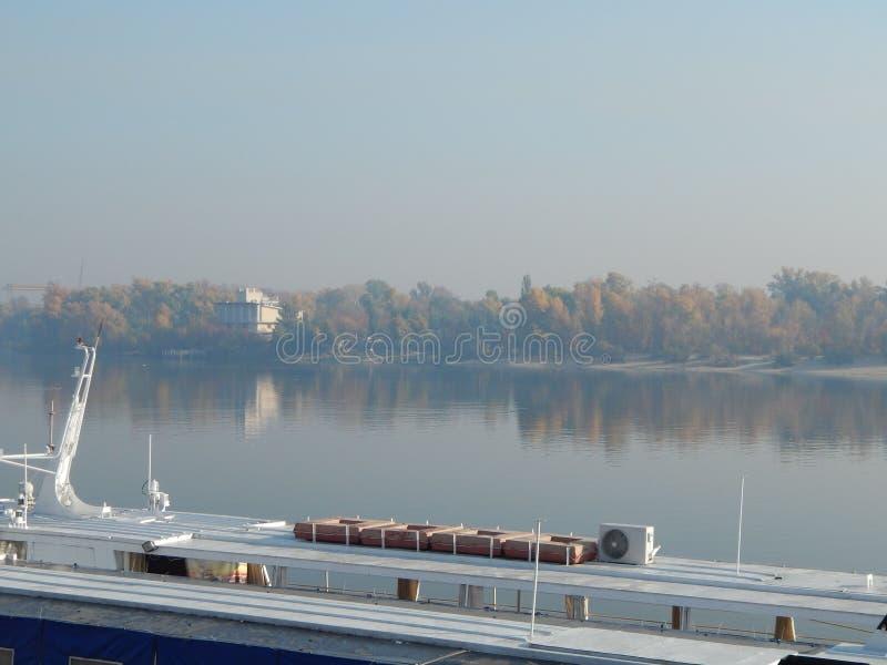 Barche di fiume nei dettagli e negli elementi fotografia stock