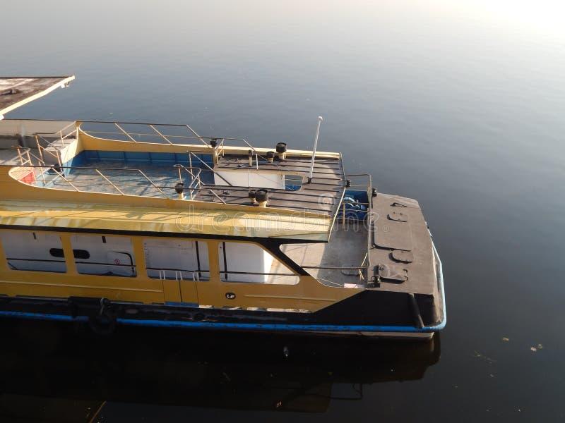 Barche di fiume nei dettagli e negli elementi immagini stock
