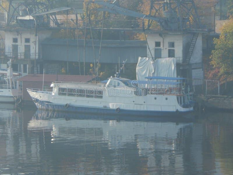 Barche di fiume nei dettagli e negli elementi fotografie stock