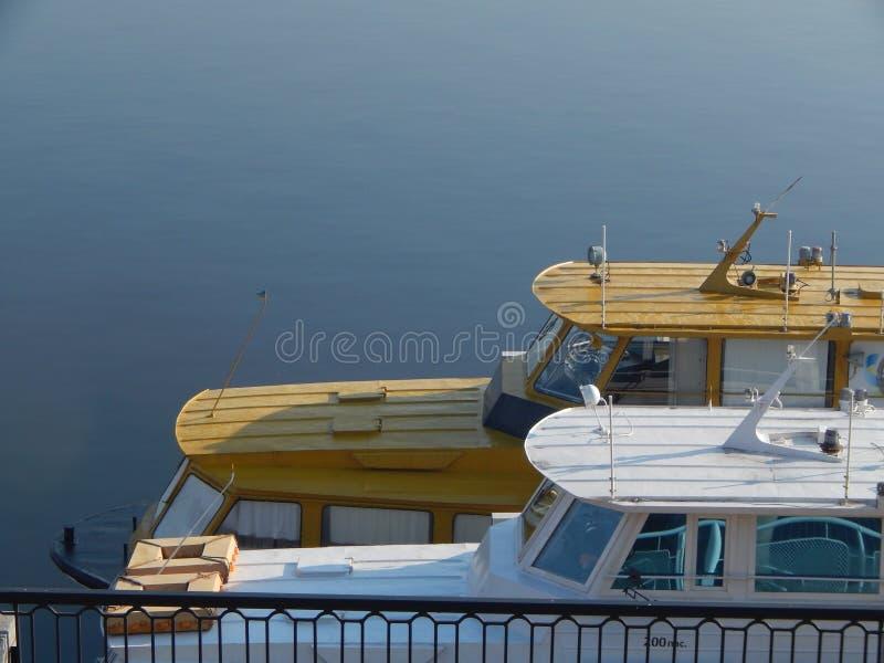 Barche di fiume nei dettagli e negli elementi immagine stock
