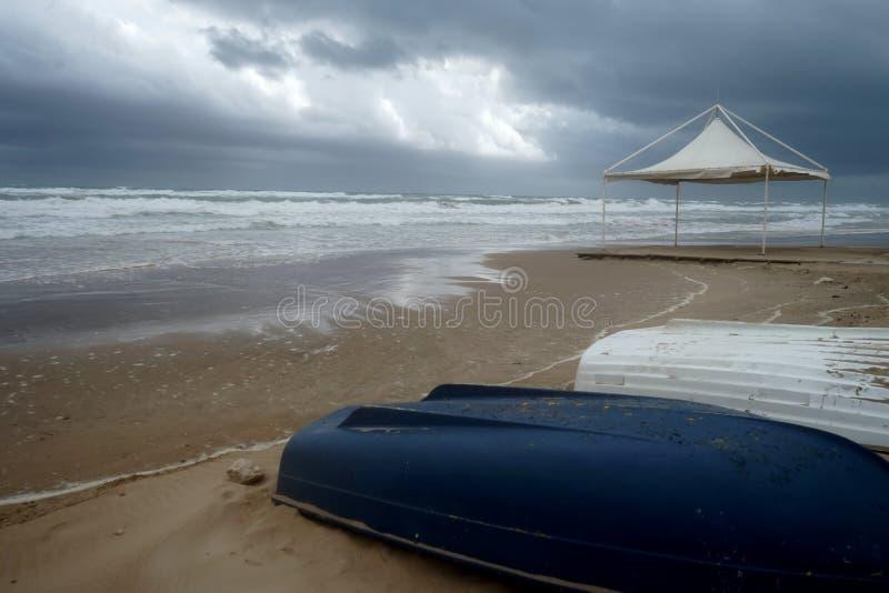Barche di Littles nella spiaggia immagini stock libere da diritti