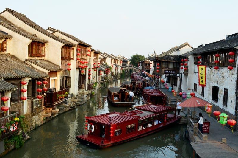 Barche e Camere sul canale di Suzhou, Cina fotografia stock libera da diritti