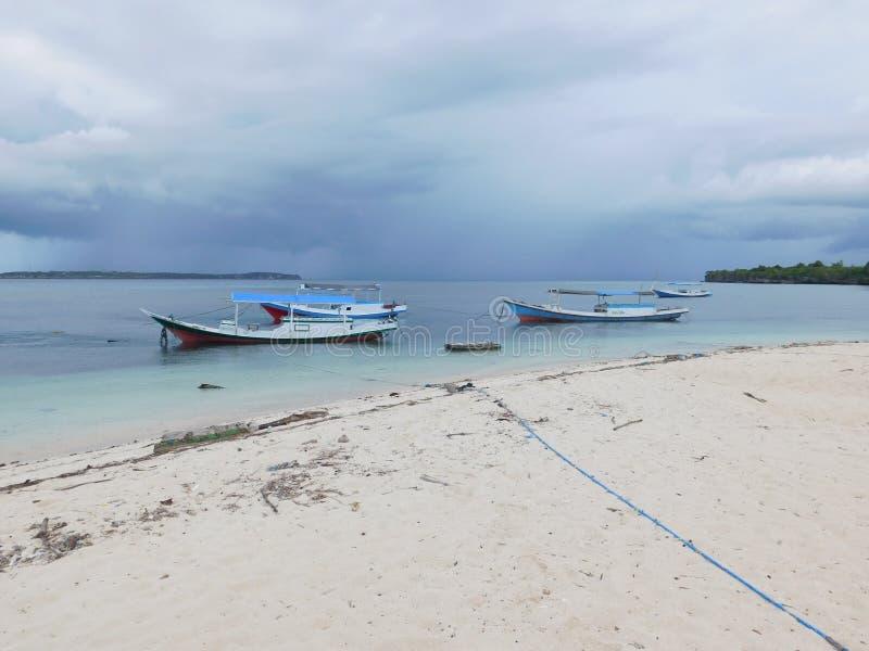Barche, mare e natura, ancorati, cielo fotografia stock