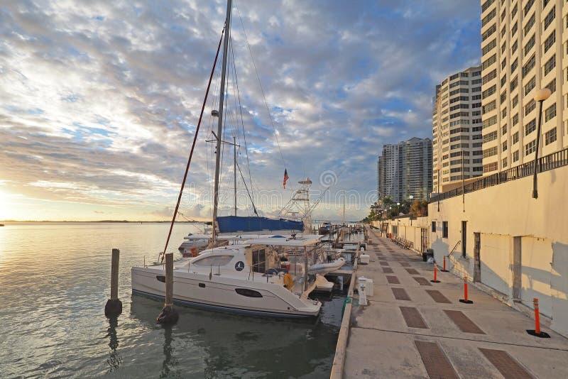 Barche messe in bacino a Miami, Florida immagini stock libere da diritti