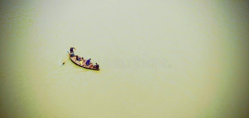 Barche nel fiume di Buriganga del Bangladesh fotografia stock