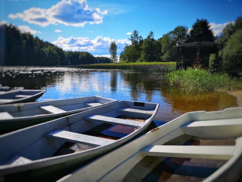 Barche nel lago immagini stock