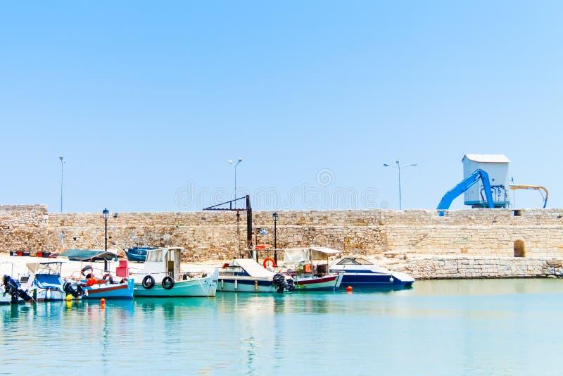 Barche nel porto di Rethymno fotografie stock