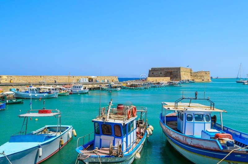Barche nel vecchio porto di Candia, isola di Creta fotografia stock