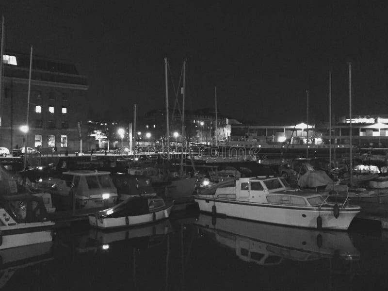 Barche nella notte fotografie stock libere da diritti