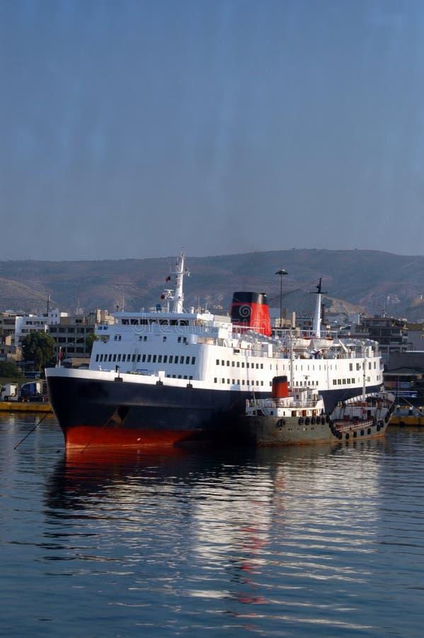 Barche in porta Atene Grecia fotografie stock libere da diritti
