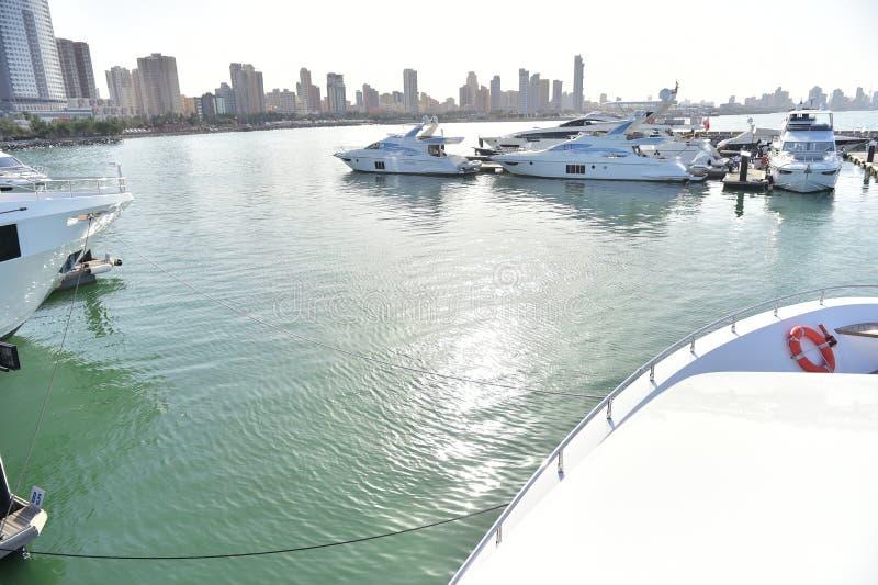 Barche in porto nel Kuwait fotografie stock libere da diritti